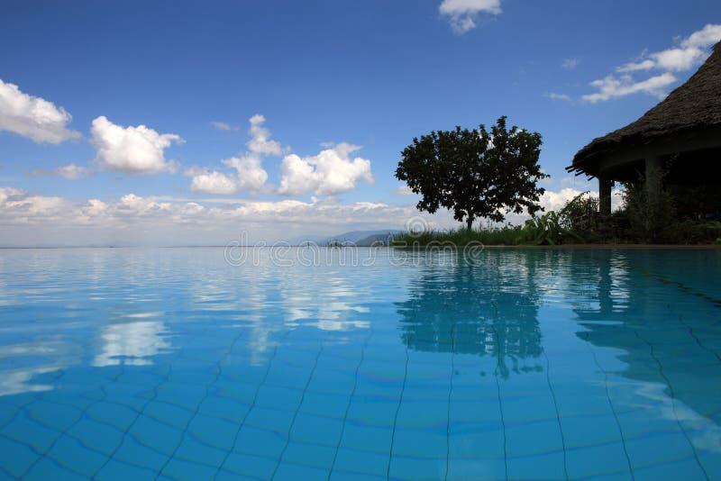 Zwembad bij Meer Manyara Tanzania royalty-vrije stock foto's