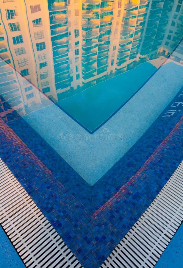 Zwembad bij zonsopgang stock afbeeldingen