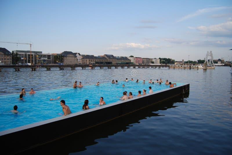 Zwembad in de Fuif stock afbeelding