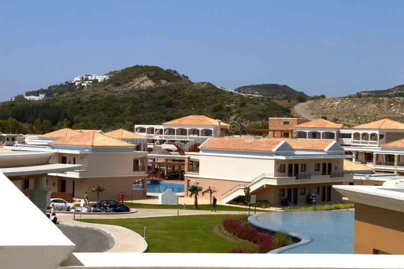 Zwembad en loges in het hotel stock fotografie