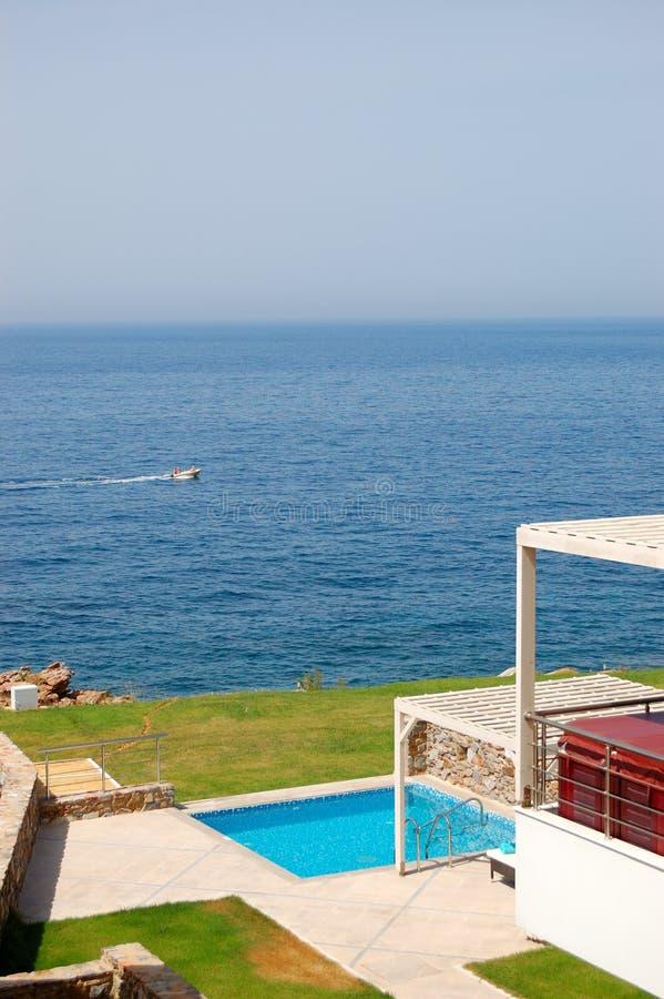 Zwembad met Jacuzzi stock afbeelding
