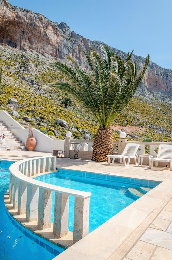 Zwembad op dak van flat onder het beklimmen van gebied, Grande royalty-vrije stock afbeelding