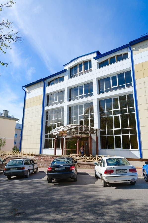Zwembad van de sporten het complexe Jeugdigheid, duik, sauna, Vitebsk, Wit-Rusland stock foto's