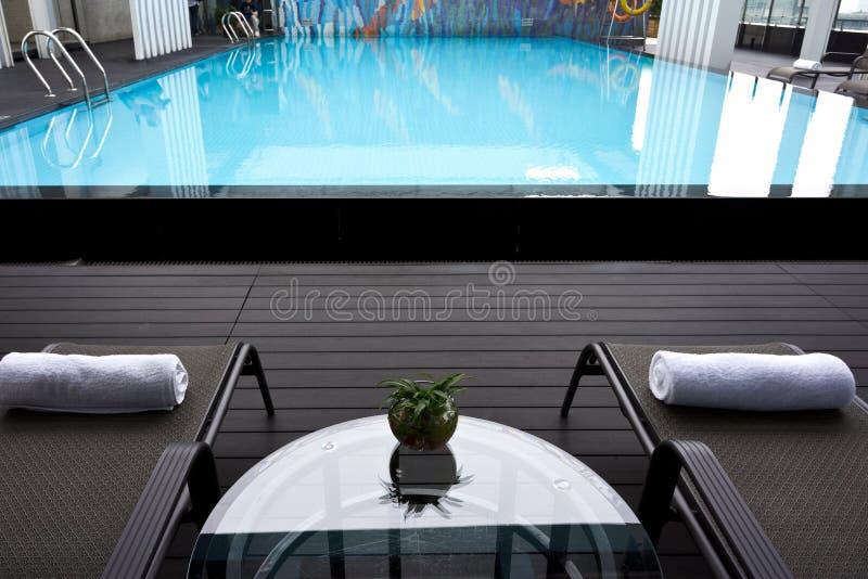 Zwembad van hotel royalty-vrije stock afbeeldingen