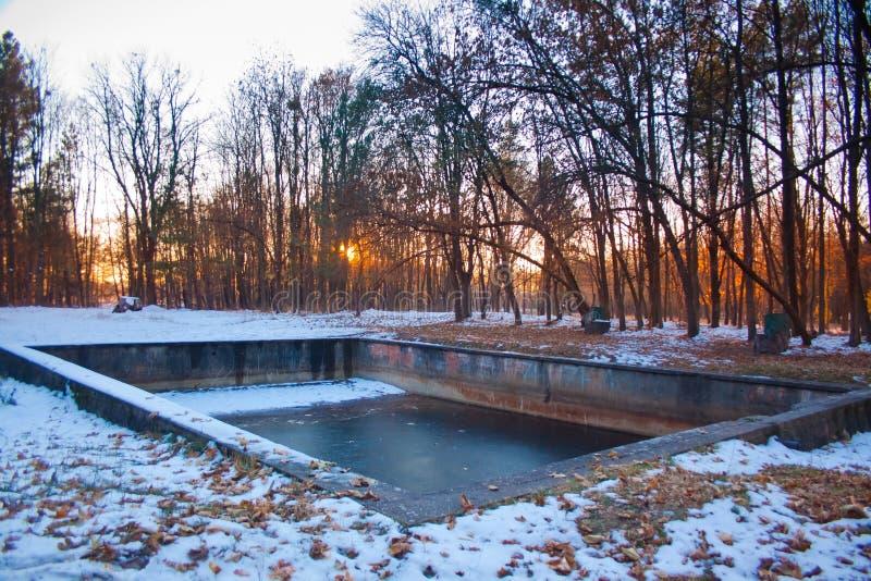 Zwembad in Werwolf, ruïnes van het hoofdkwartier van Adolf Hitler ` s, Stryzhavka, Vinnytsia-gebied, de Oekraïne stock foto