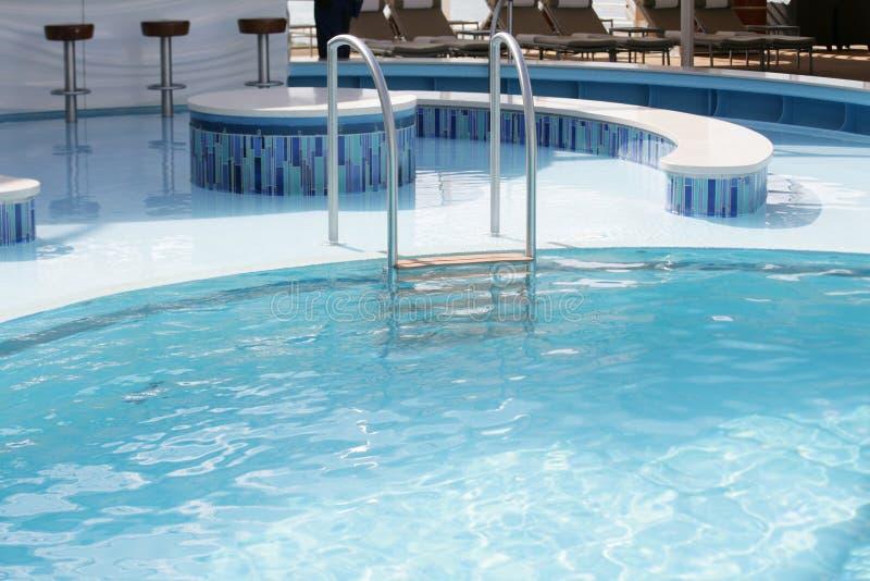 Download Zwembadladder stock foto. Afbeelding bestaande uit water - 29501844