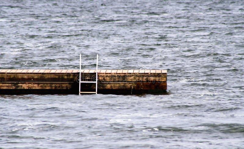 Zwemmend Dok royalty-vrije stock afbeelding