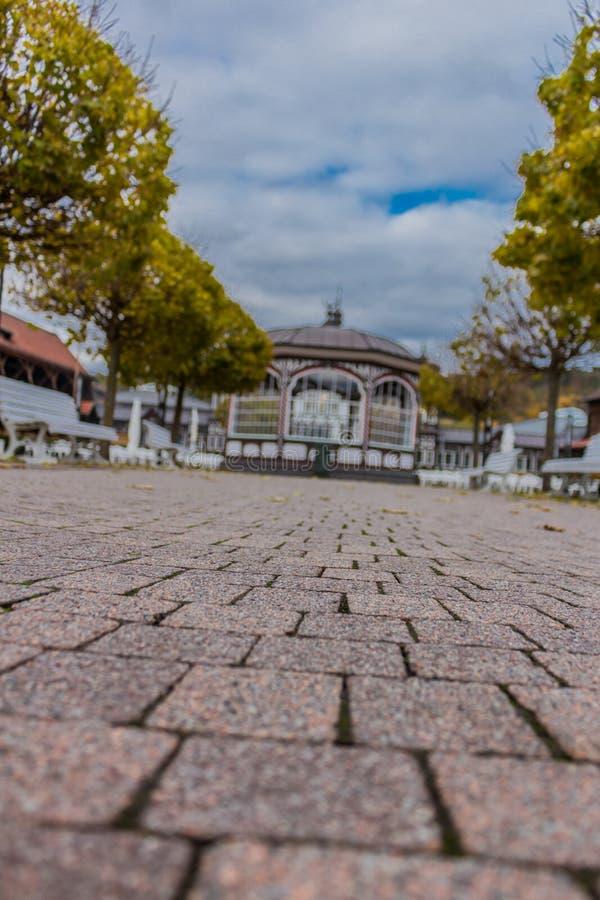 Zwiedzająca wycieczka turysyczna przez Złego Salzungen obraz stock