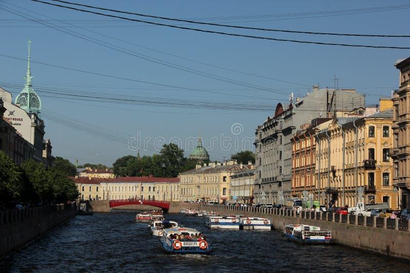 Zwiedzające łodzie w kanałach obrazy royalty free