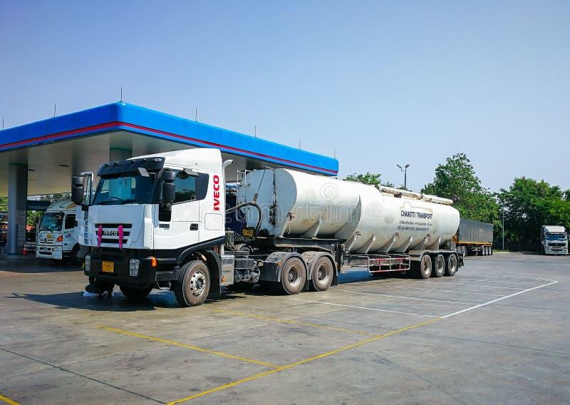 Zwierzęcego jedzenia ciężarówka odtransportowywa zafrachtowania obraz stock