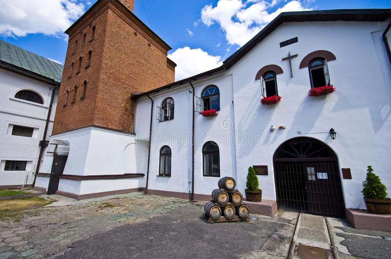 Zwierzyniec Polonia, el edificio viejo de la cervecería imagenes de archivo