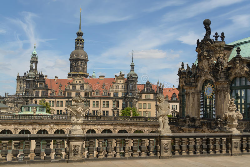 Zwinger宫殿和德累斯顿城堡 免版税库存图片