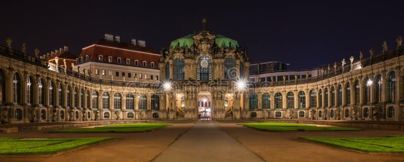 Zwinger к ноча Дрезден, Германия стоковое изображение rf