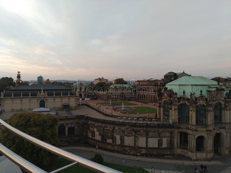 Zwinger em Dresden do lado imagem de stock