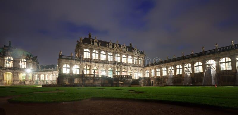 zwinger för dresden nattslott royaltyfri fotografi