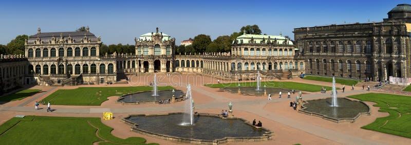 Zwinger-Palast, XVIII Jahrhundert - berühmtes historisches Gebäude in Dresden lizenzfreies stockbild