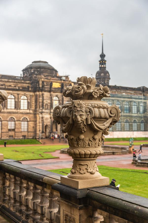 Zwinger - secoli complessi del parco e del palazzo XVIII-XIX Vista del parco interno fotografia stock