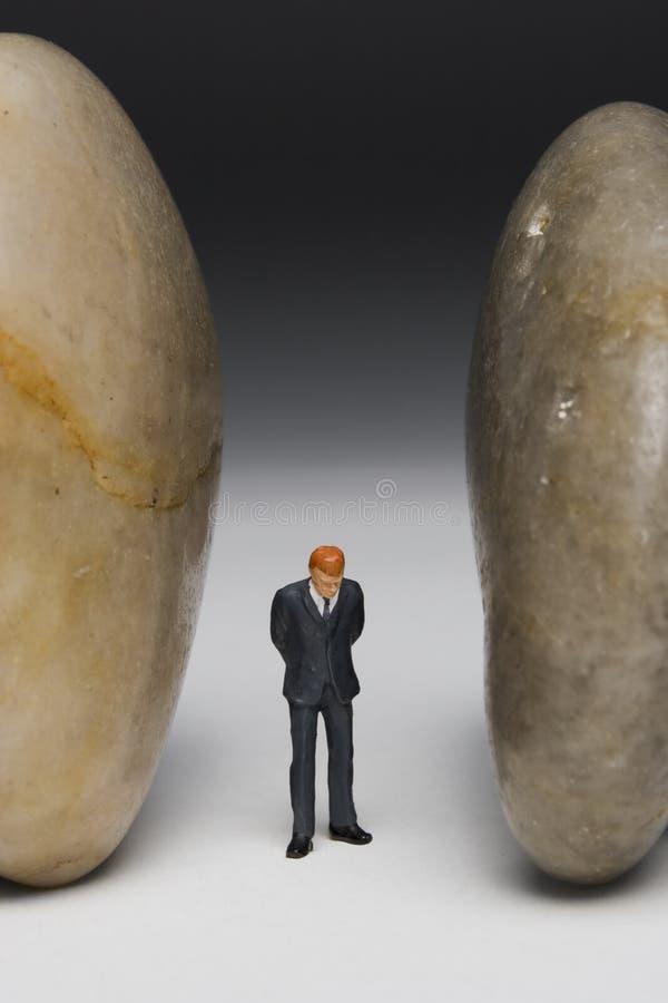 Zwischen einem Felsen und einem harten Platz stockfotografie