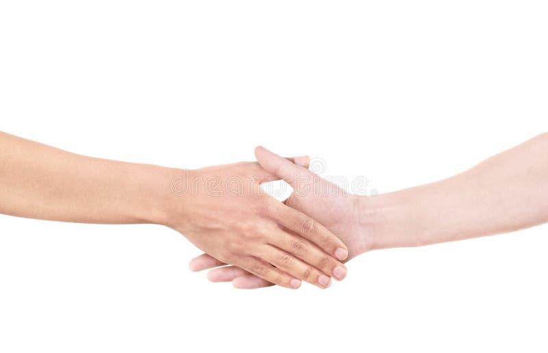 Zwischen verschiedenen Rassen Händedruck als Symbol der Freundschaft, der Partnerschaft und der Einheit lizenzfreie stockfotos