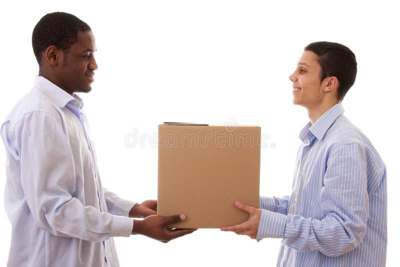 Zwischen verschiedenen Rassen Paket stockbild