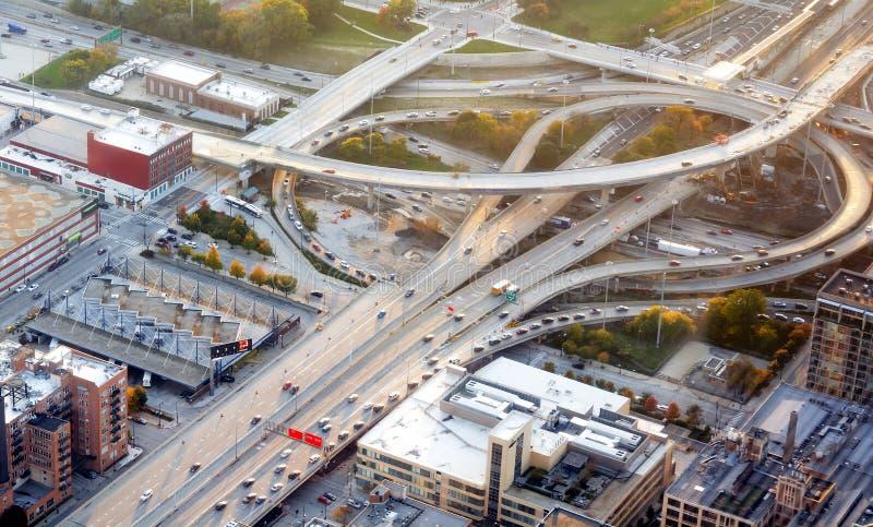Zwischenstaatlicher Autobahnaustausch stockbild
