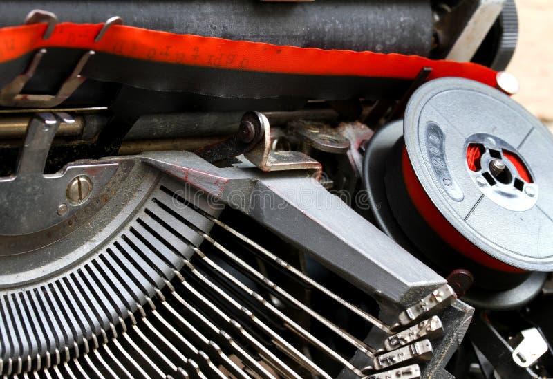 Download Zwitka Czerwieni I Czerni Faborek Stary Maszyna Do Pisania 2 Zdjęcie Stock - Obraz złożonej z technologia, pchła: 41955764