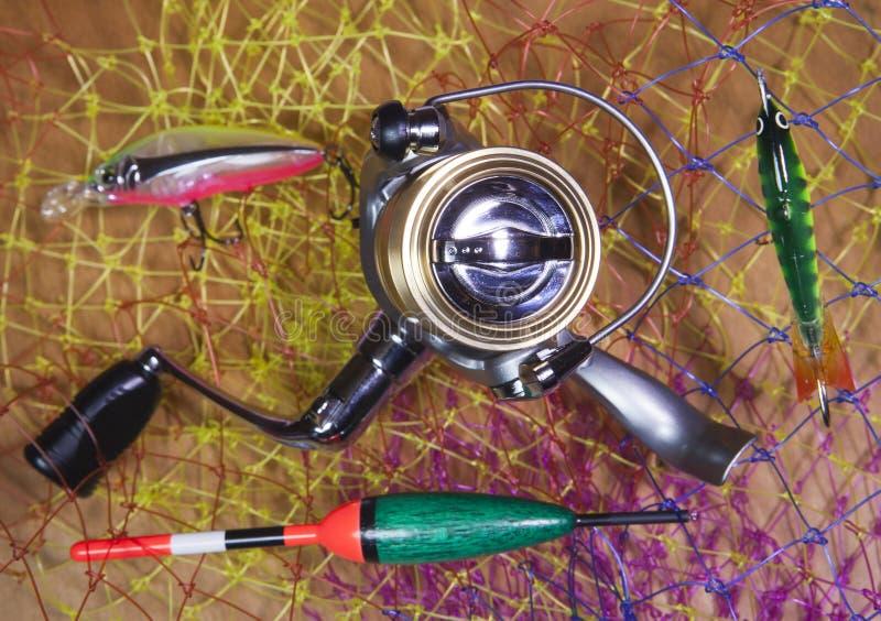 Zwitka, pławik i popasy na sieci rybackiej tle, fotografia royalty free
