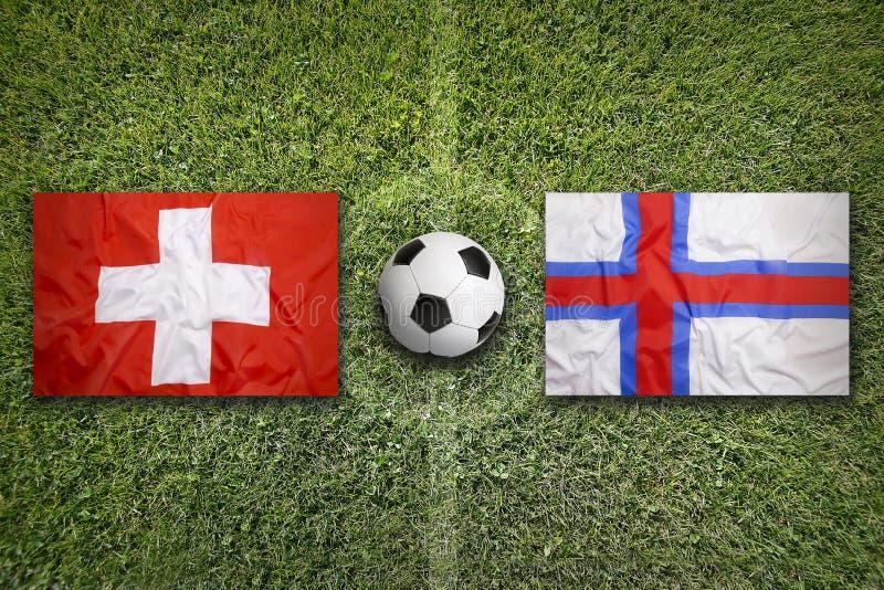 Zwitserland versus De vlaggen van de Faeröer op voetbalgebied royalty-vrije stock fotografie