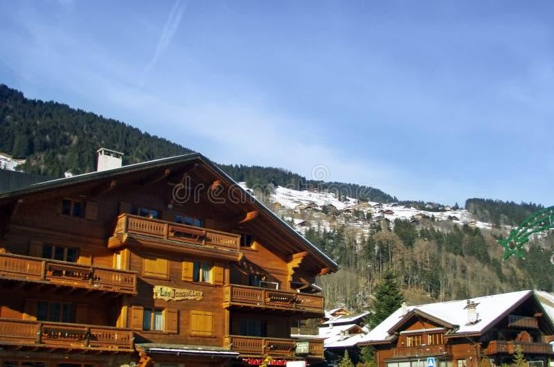 Zwitsers de winterchalet stock foto