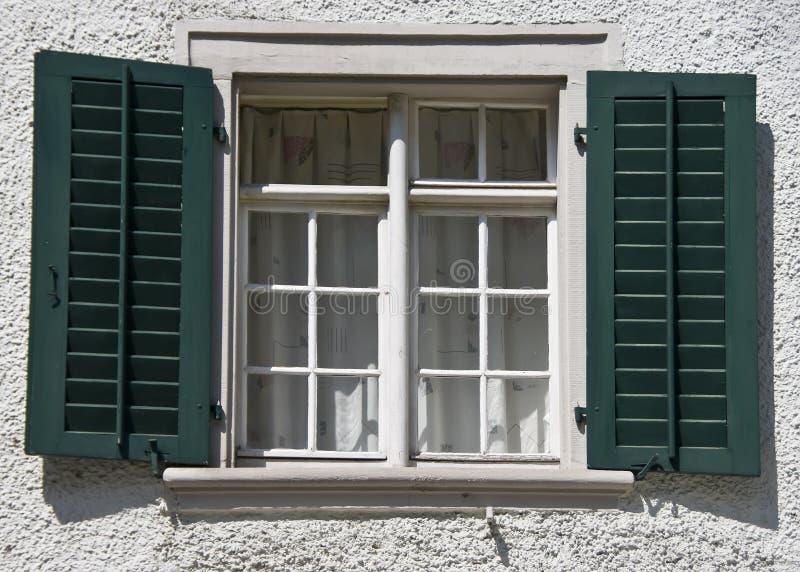 Zwitsers vensterdetail stock afbeelding