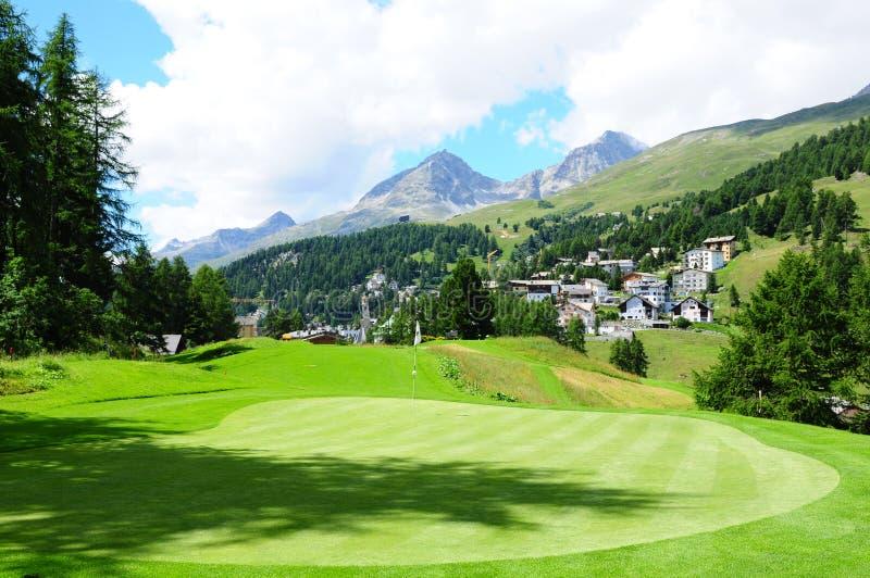 Zwitserse alpen: Kulm-Hotel 9 de cursus van het holwgolf in St Moritz stock foto