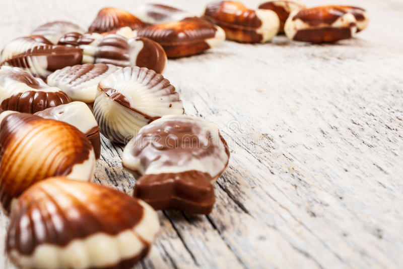 Zwitserse chocoladezeeschelpen stock foto's