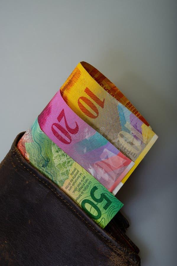 Zwitserse contant gelddocument benamingen - tien, twintig, vijftig franken zijn I stock afbeeldingen