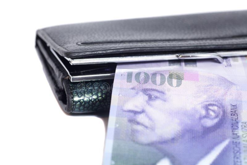 Zwitserse duizend die franken in portefeuille op wit wordt geïsoleerd royalty-vrije stock fotografie