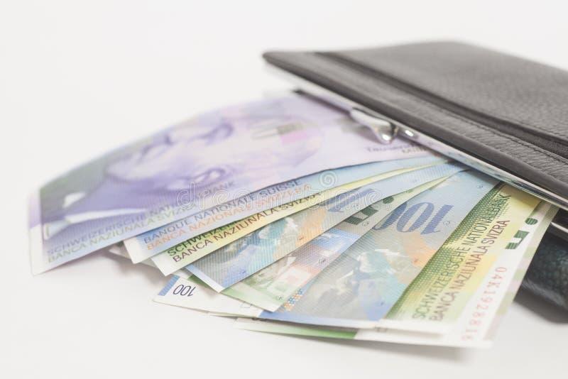 Zwitserse franken in portefeuille stock foto's