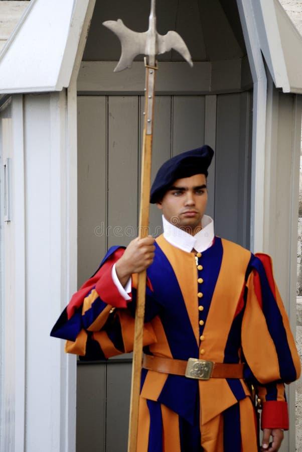 Zwitserse gardesoldaat in de stad van Vatikaan royalty-vrije stock fotografie