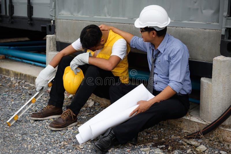 Zwolnienie z pracy brygadiera pracownika smutny płacz obrazy stock