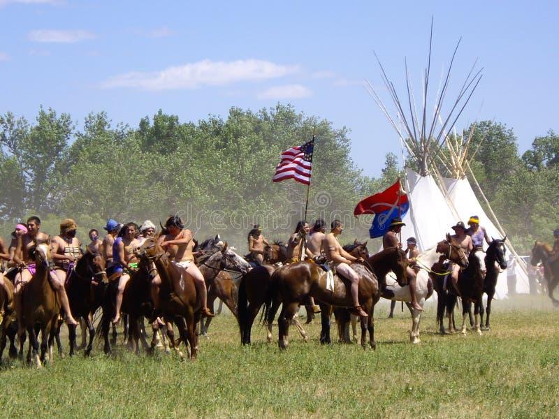 Zwycięstwo dla Amerykańskich indianów przy bitwą little bighorn reenactment zdjęcia stock