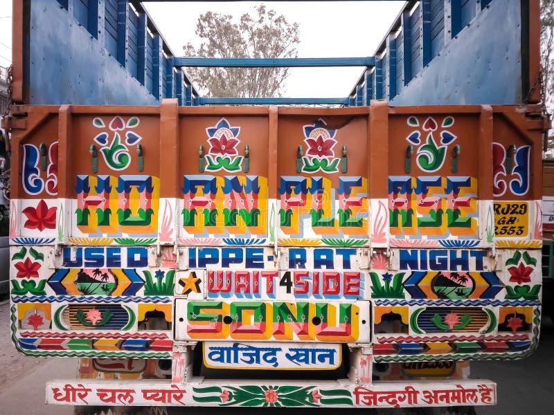 Zwyczaj malująca hindus ciężarówka na Nepal granicie w Sonauli zdjęcie stock