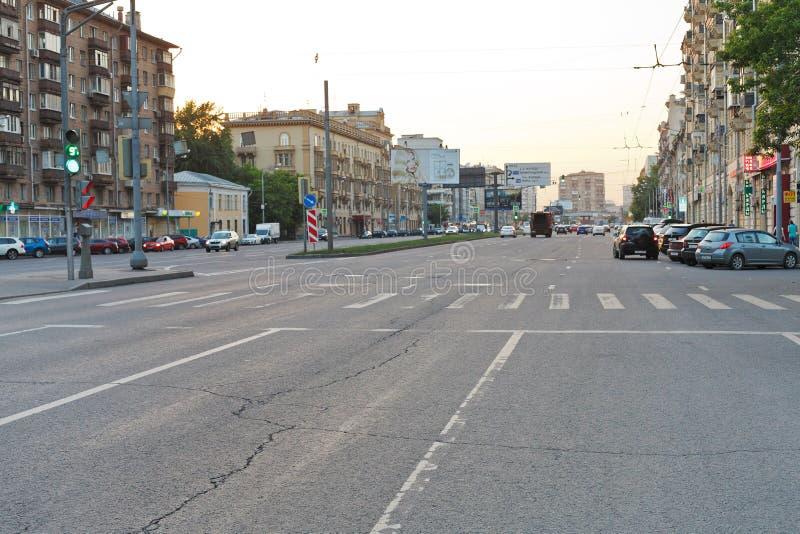 Zwyczajny skrzyżowanie na ulicie w Moskwa obrazy royalty free