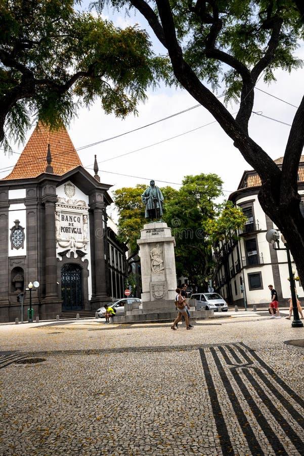 Zwyczajny teren w Drzewnych Prążkowanych Głównych zakupy ulicach w Funchal maderze Portugalia obraz stock