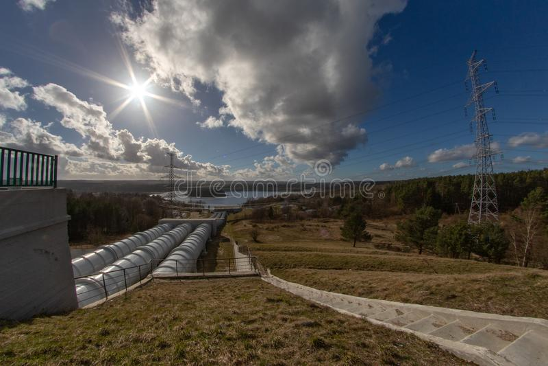 Zydowo, zachodniopomorskie/Polonia - 19 marzo, 2019: Centrale elettrica di immagazzinaggio mediante pompe in Polonia del Nord Una fotografie stock libere da diritti