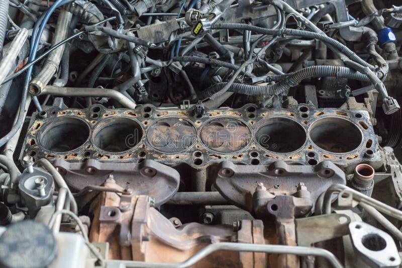Zylinder der Maschinen-6 in der Garage stockfotos