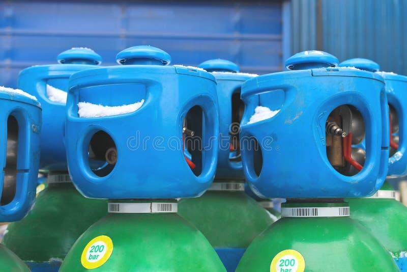 Zylinder mit Argon auf Lager lizenzfreies stockfoto