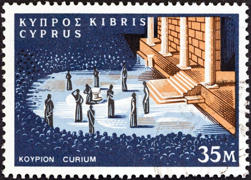 ZYPERN - CIRCA 1964: Ein Stempel, der in Zypern gedruckt wird, zeigt Curium-Theater, circa 1964 lizenzfreie stockfotos