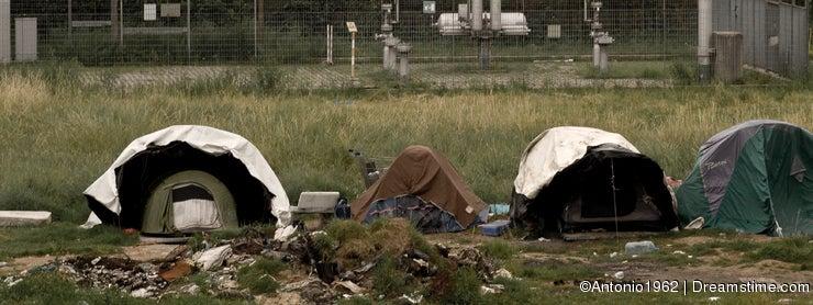 Ilegals camp on milan suburbs