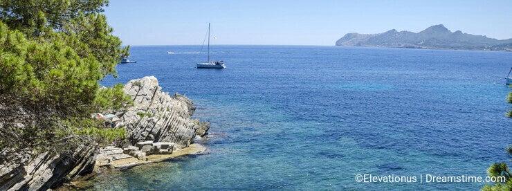 A sunny day at Cala Gat in Mallorca, Spain