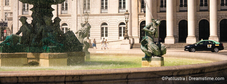 Fountains of Rossio details