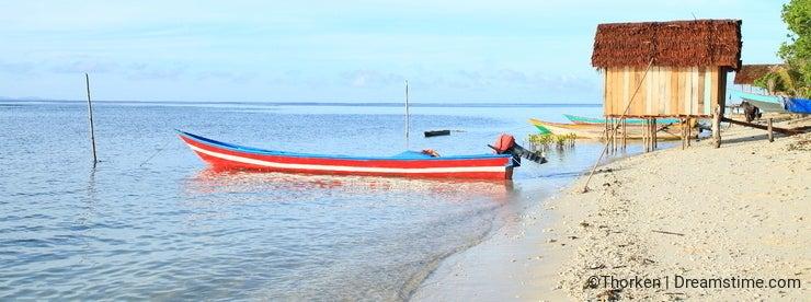 Small boats on Arborek