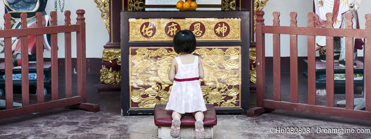 Child praying in Temple